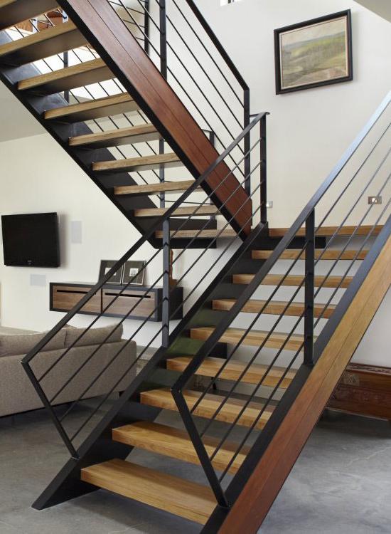 Дизайн лестницы из металла
